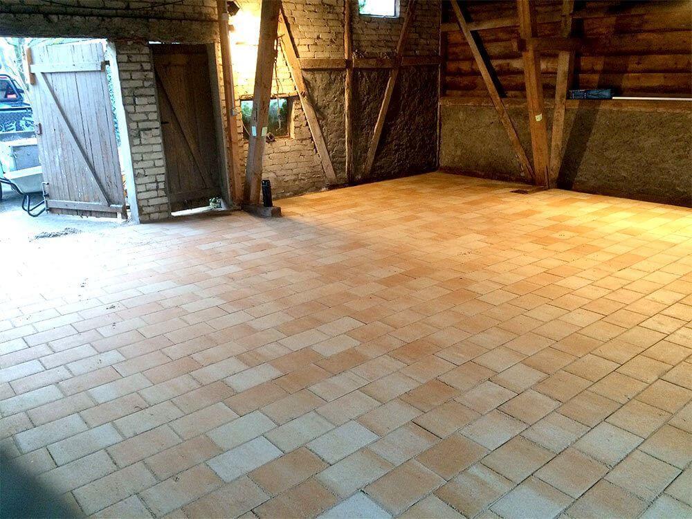 Verlegung eines Fußbodens für ein Gartenhaus